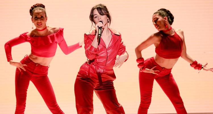 """Camila Cabello performs """"Havana"""""""