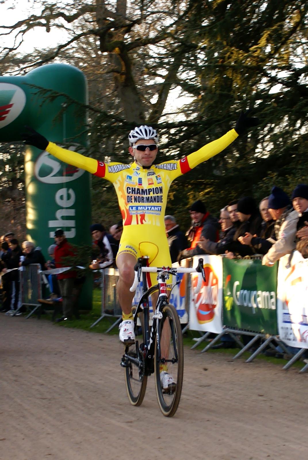 Julien Roussel s'impose au cyclo-cross de Sablé